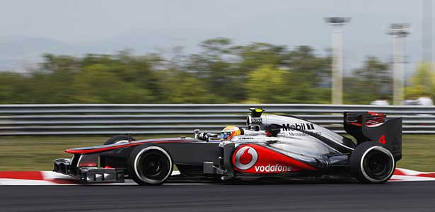 F112-hamilton-hungria-sexta-carro-lado615