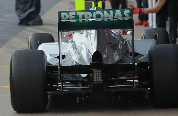 F112-mercedes-asa-traseira615