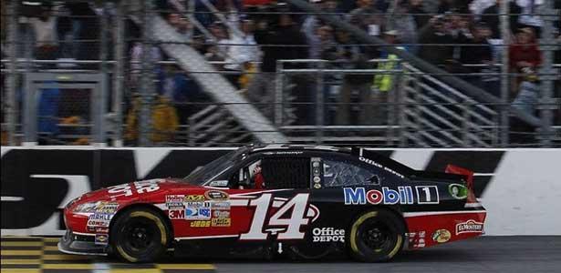 NASCAR11-stewart-martinsville-vitoria615