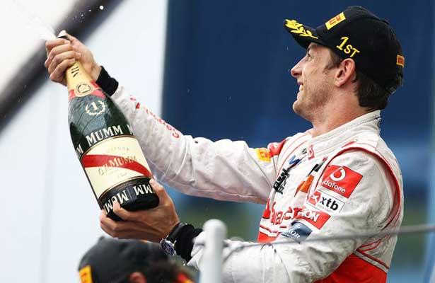 Jenson Button comemora vitória na Hungria 2011