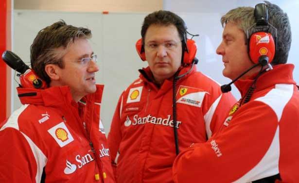 Pat Fry conversa com Nikolas Tombazis em Jerez
