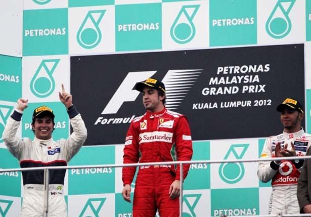 F1 – Alonso resiste à pressão da Sauber e vence caótico GP da ...