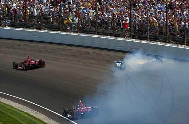 Franchitti x Sato - volta final Indy 500 2012