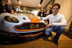 Bruno Senna com seu Aston Martin