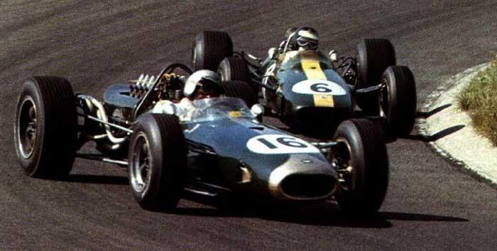 Jack Brabham (16) e Jim Clark em Zandvoort 1966