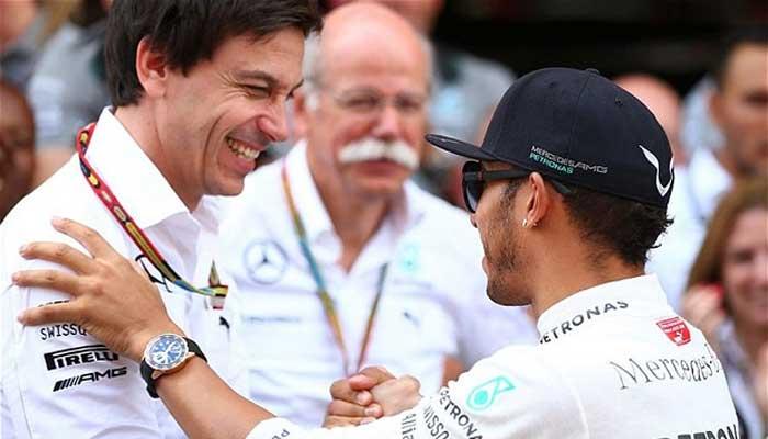 Toto Wolff, Dieter Zetsche (CEO da Daimler) e Lewis Hamilton