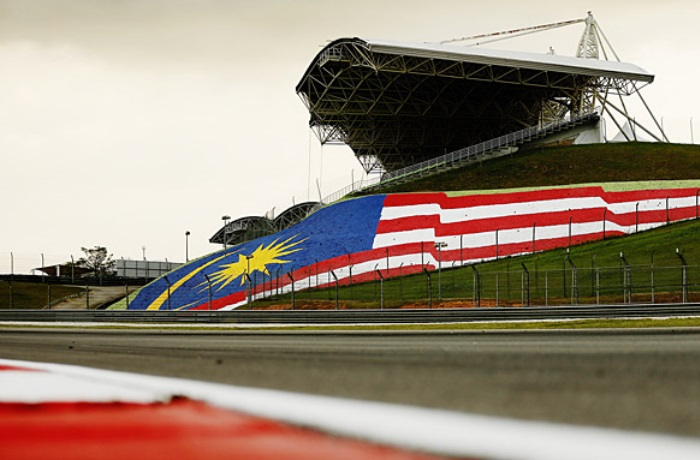 F1 – Proposta de três corridas consecutivas é exagerada, diz Button