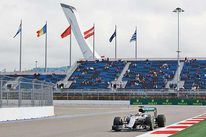 F1 – Hamilton lidera segundo treino em Sochi