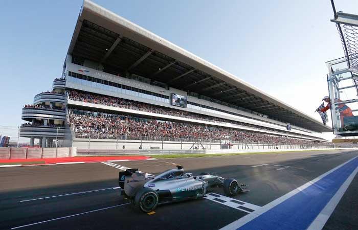 Hamilton venceu as 2 corridas em Sochi
