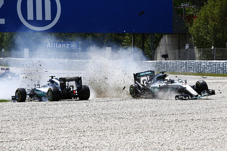 F1 – Mercedes explica batida entre Hamilton e Rosberg, que se ...