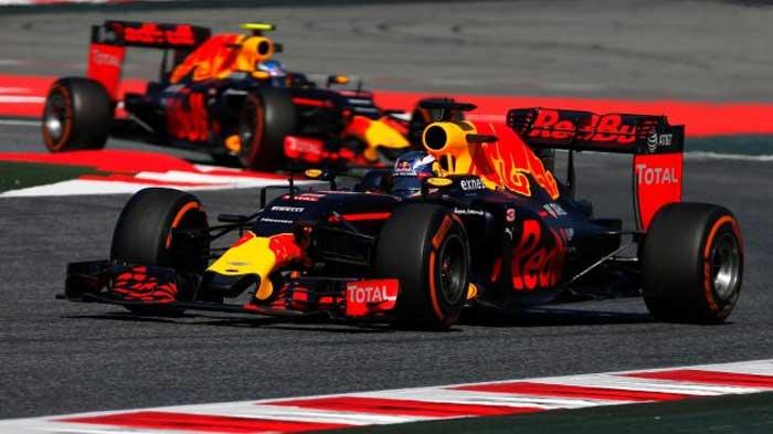 Daniel Ricciardo e Max Verstappen