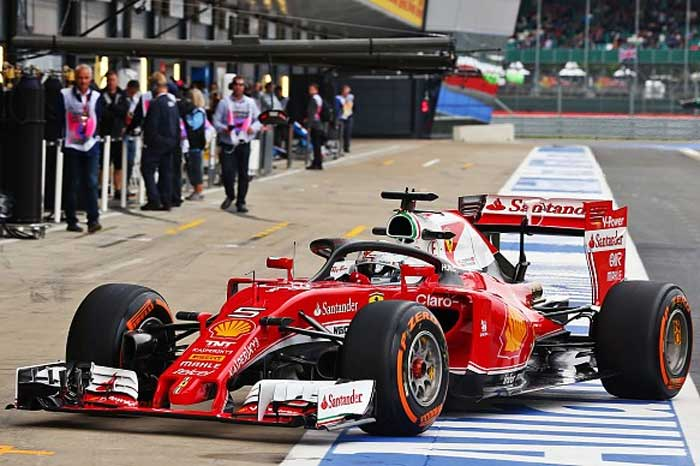 "Sebastian Vettel com o ""halo 2"" da Ferrari"