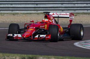 Ferrari testa pneus de 2017