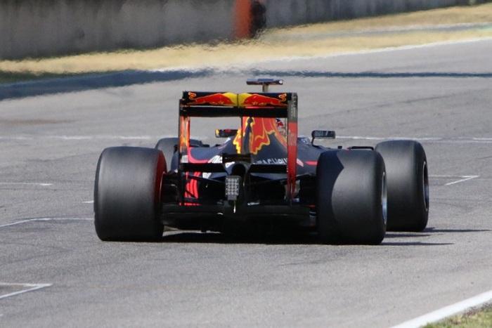 Red Bull testando pneus de 2017