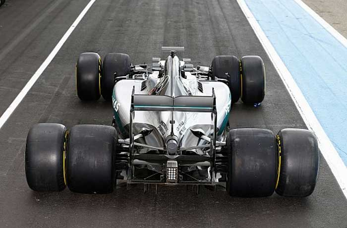 Mercedes testando os pneus de 2017