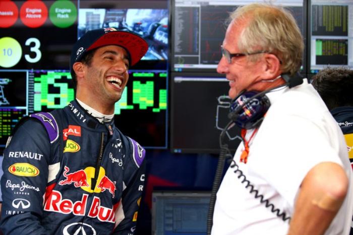 Daniel Ricciardo e Helmut Marko
