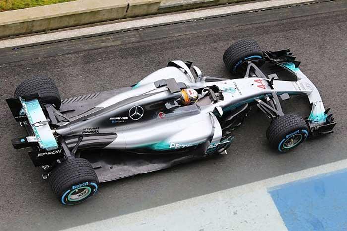 F1-hamilton-silverstone-2017-w08-pitlane(700)