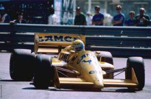 Ayrton Senna com a Lotus de 1987 em Mônaco