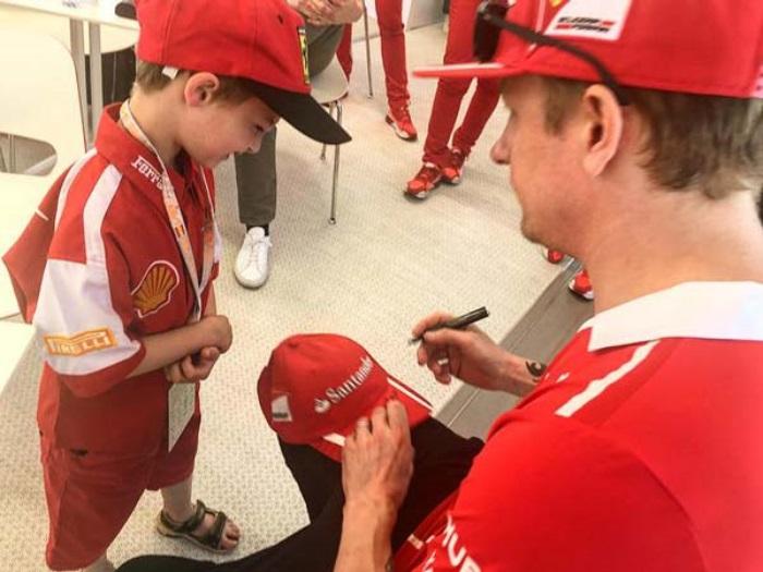 Fã da Ferrari encontra Kimi Raikkonen
