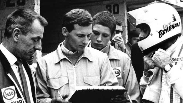 Ron Dennis trabalhando para Jack Brabham