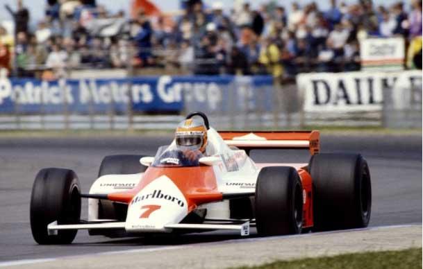 Watson vence GP da Inglaterra no primeiro carro de compósito de fibra de carbono
