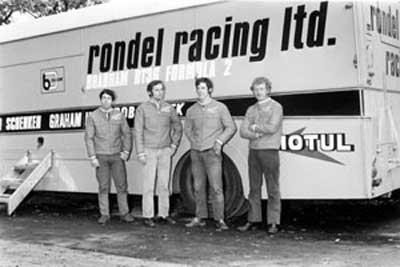 Rondel Racing Dennis é o segundo da esquerda para a direita